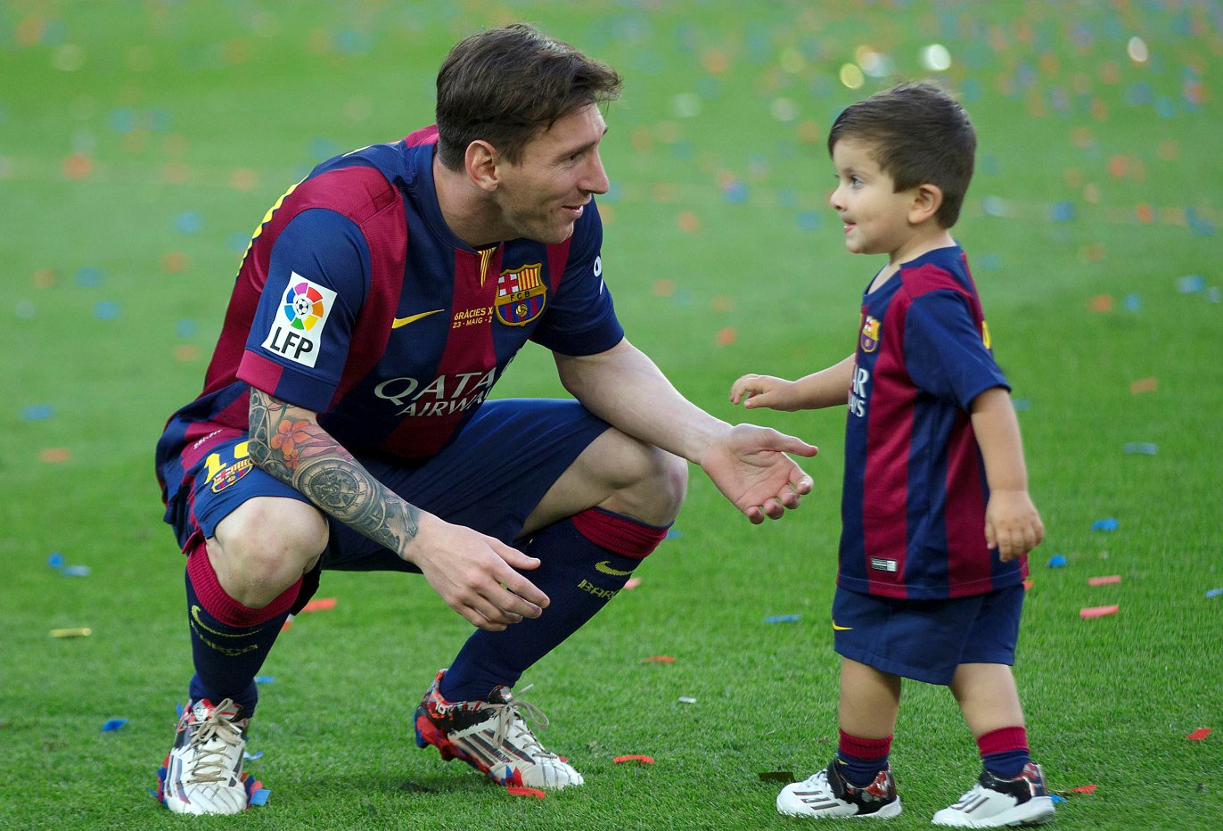 thiago le fils de messi dans les rangs du fcb escola actuafoot. Black Bedroom Furniture Sets. Home Design Ideas