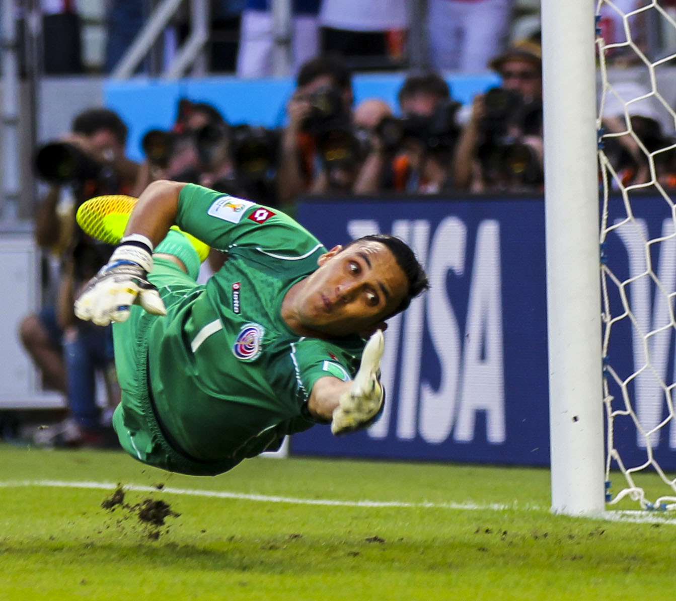 Uruguay_-_Costa_Rica_FIFA_World_Cup_2014_(24)