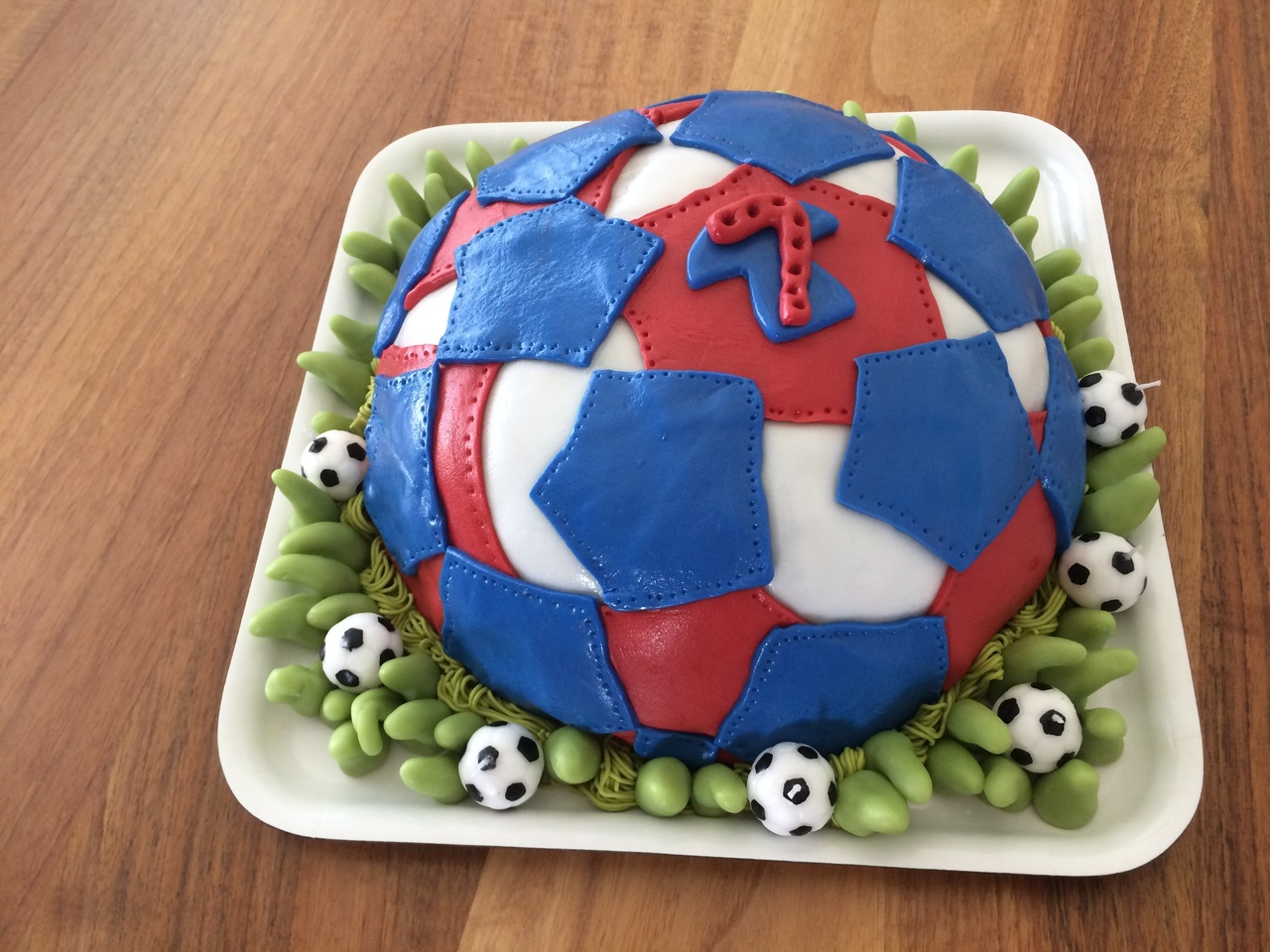 sweet-celebration-food-red-blue-football-684075-pxhere.com