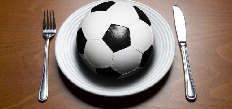 Quelle quantité de glucides, de protéines et de graisse les footballeurs mangent-ils ?