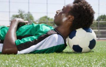 Comment un mauvais sommeil peut-il affecter les performances d'un footballeur ?