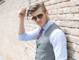 La combinaison foot et accessoire de mode pour améliorer le quotidien des hommes modernes
